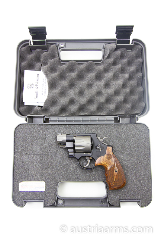Smith & Wesson 327 Ultralight 8-Shooter, .357 Magnum - Image 1