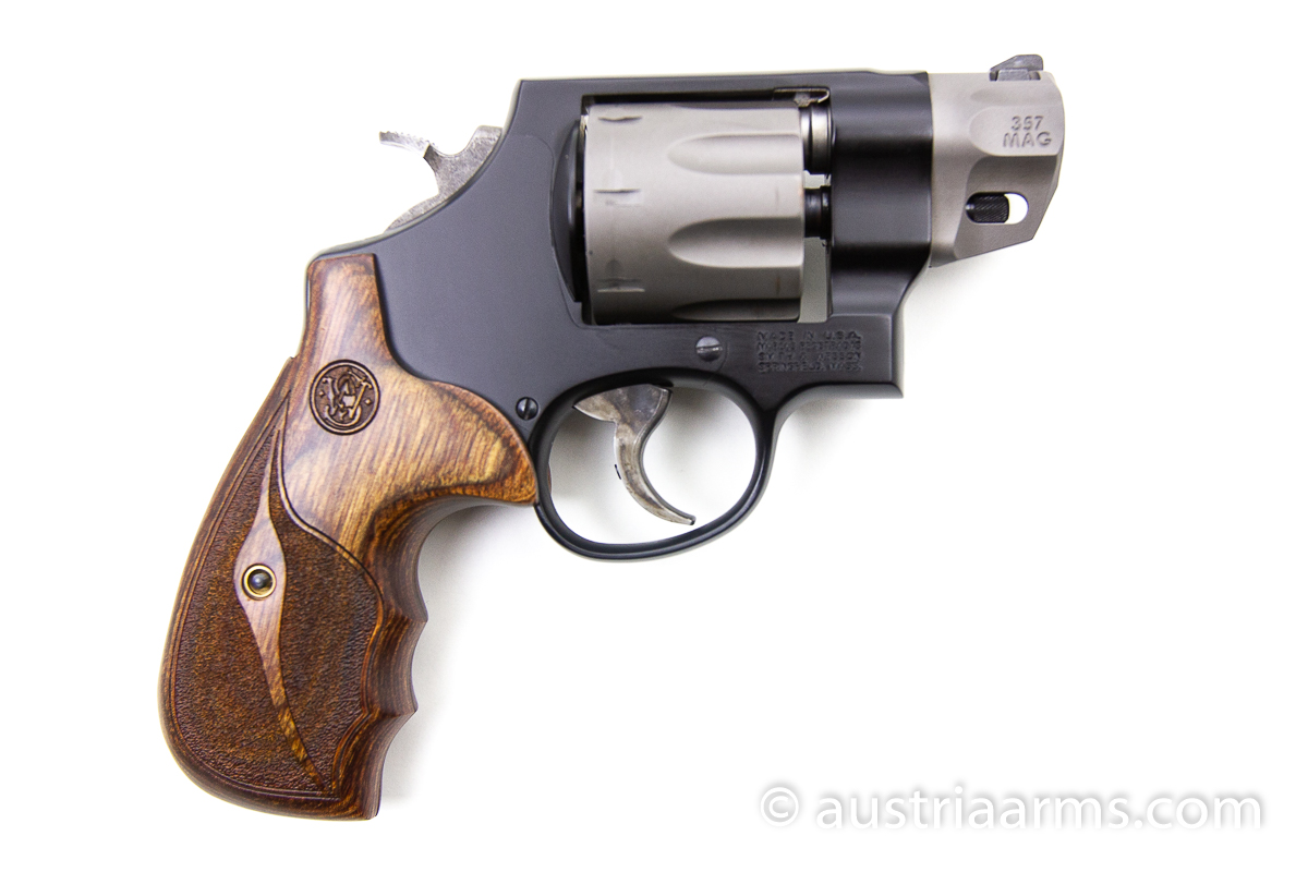 Smith & Wesson 327 Ultralight 8-Shooter, .357 Magnum - Image 2