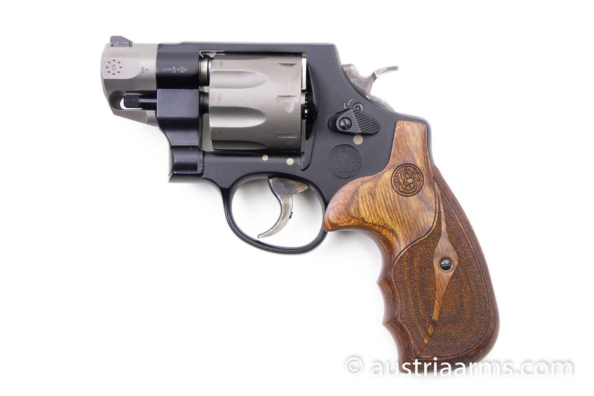 Smith & Wesson 327 Ultralight 8-Shooter, .357 Magnum - Image 3