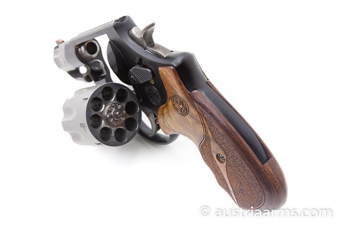 Smith & Wesson 327 Ultralight 8-Shooter, .357 Magnum - Image 4