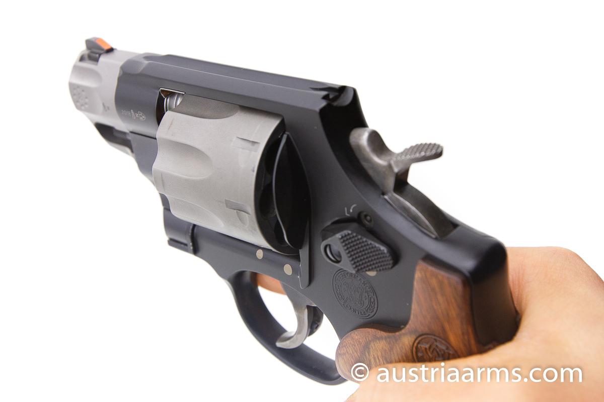 Smith & Wesson 327 Ultralight 8-Shooter, .357 Magnum - Image 5