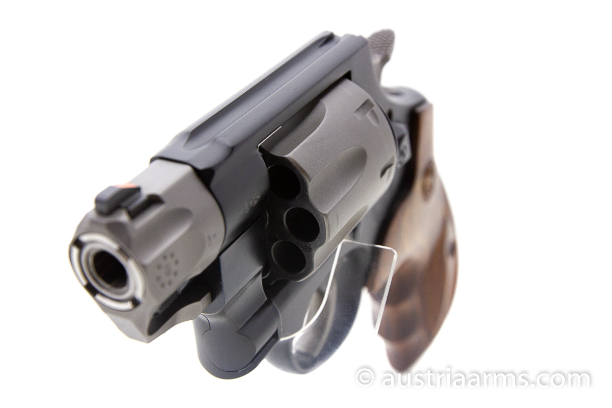Smith & Wesson 327 Ultralight 8-Shooter, .357 Magnum - Image 6